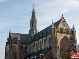 De Grote of St. Bavokerk op de Grote Markt in Haarlem. Fotografie: Hans van Leuven / Madrieco.nl.