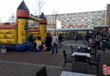 Pasen bij Winkelcentrum Marsmanplein. Fotografie: Marco Bliek.
