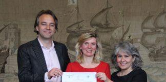 Vanmiddag werd het convenant in Haarlem ondertekend door wethouders Langenacker en Kuipers en de directeur van het UAF, Mw. M. Seighali. Foto: Gemeente Haarlem.