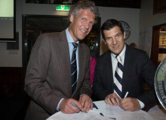 Links Gert-Jan Pruijn (voorzitter Koninklijke HFC) en rechts Michel Kappen (CEO van Scotch Whiskey International). Fotografie: Robert van Koolbergen.