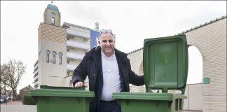 Mostapha El Aichi, initiatiefnemer van de broodcontainers bij de moskeeën. Fotografie: United Photos/Paul Vreeker.