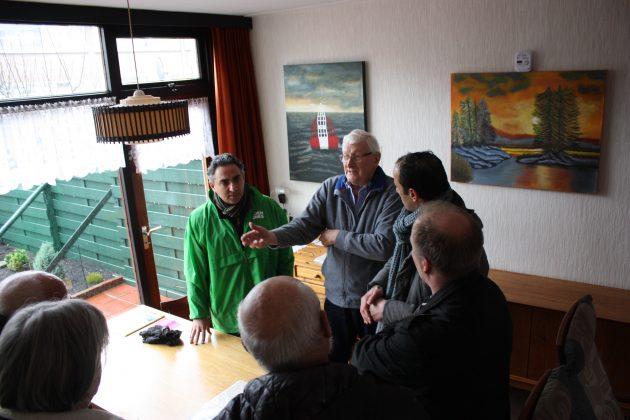 GroenLinksers onderzoeken knelpunten in Schalkwijk. Fotografie: Pieter Postmus.