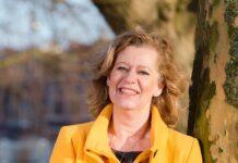 Jeannette Eversen, hoofdredacteur Haarlemse Stadsglossy. Fotografie Helene Wiesenhaan.
