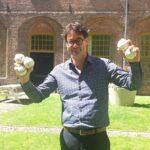 Wethouder Sport koopt ballen bij crowdfunding actie Honkbalweek Haarlem