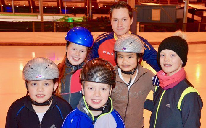 Op de foto van links naar rechts: Evy van Duijn, Loise van den Heuvel, Brent van den Heuvel, Jesse van Duijn, Fuwei Koster, Melissa Kaasenbrood. Fotografie: Wilma Vermunt.