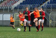 De Voetballende Moeders van Haarlem Kennemerland speelden 1 – 1 tegen DSS tijdens een oefenwedstrijd dit voorjaar. Fotografie: Jan Vonk.