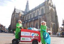 Groene Muggen Vera en Maartje houden centrum schoon met behulp van elektrische Stint. Fotografie: Jasper Fleers.