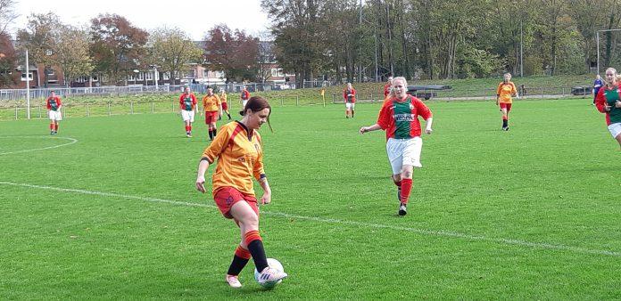 Thuiswedstrijd Dames 1 Haarlem Kennemerland tegen DSS. Fotografie: Ilse Miedema.