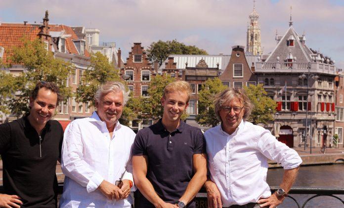 Extralingo ondernemersduo Steffen en Devin met investeerders. Ingezonden PR foto.