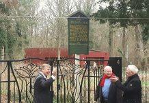 Burgemeester Roest opent nieuw toegangshek van Thijsse's Hof. Ingezonden foto Thijsse's Hof.