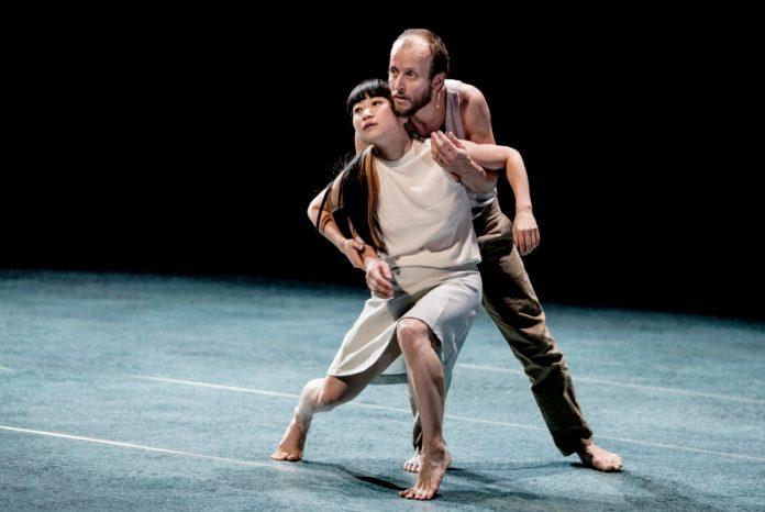 BROOS, Conny Janssen Danst, fotograaf: Andreas Terlaak.