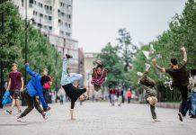 B-BOY groepsfoto. Maas theater en dans. Fotografie/©: Thijs Huizer.
