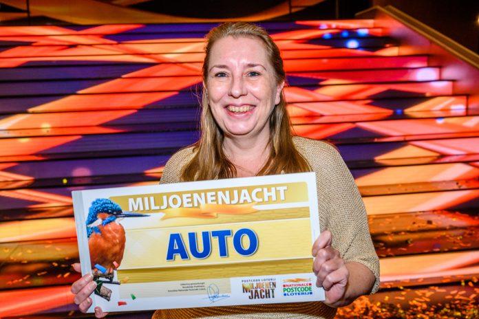 Haarlemse Gerda wint gloednieuwe auto bij Miljoenenjacht. Fotografie: Roy Beusker Fotografie.