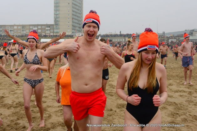 Nieuwjaarsduik 2020 Zandvoort aan Zee [video + foto's]
