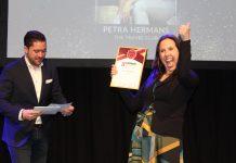 Petra Hermans van The Travel Club uit Haarlem is tijdens De Vakantiebeurs in Utrecht door een vakjury uitgeroepen tot Beste Zelfstandig Reisadviseur van de provincie Noord-Holland. Ingezonden pr foto.
