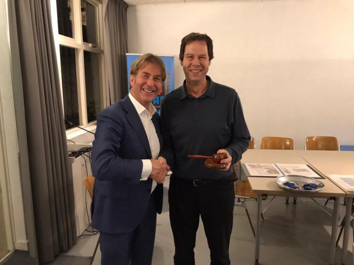 Links Ronald Huikeshoven en rechts Roger Kersten.